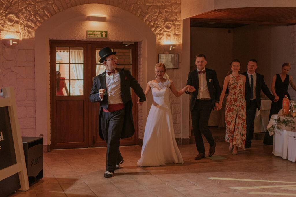 rozpoczęcie zabawy na weselu
