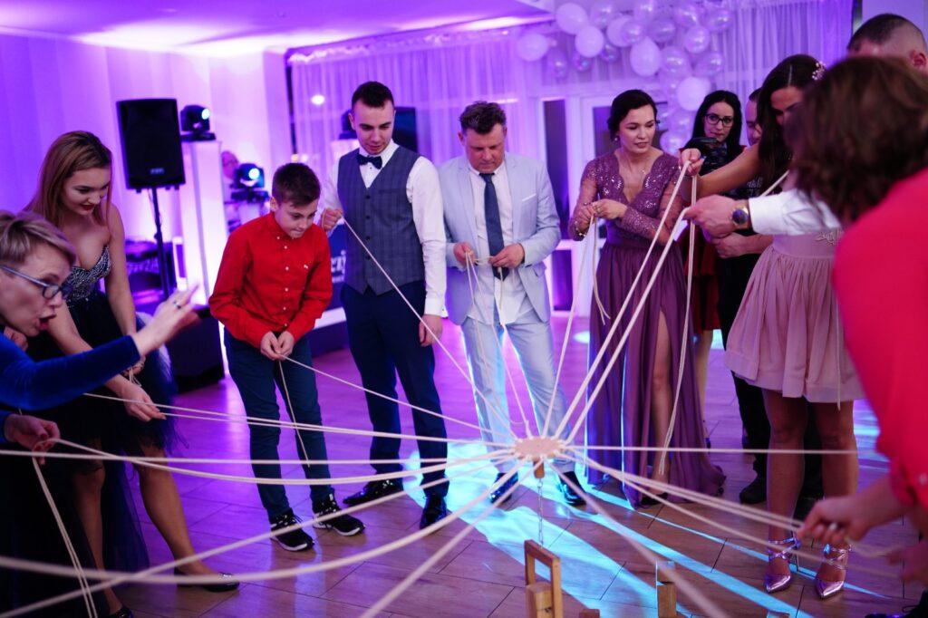 zabawa na wesel budowanie