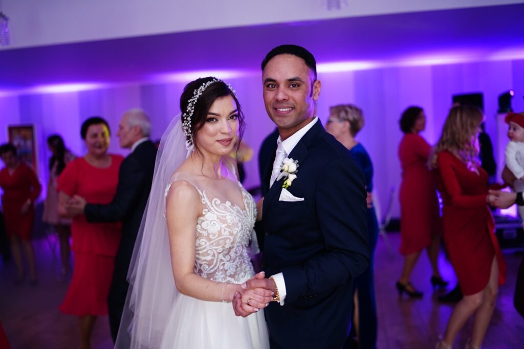taniec młodej pary na weselu